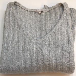 Gray Gap V neck sweater
